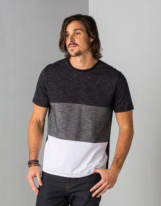 T-shirt-Toys-Preta--013522-01