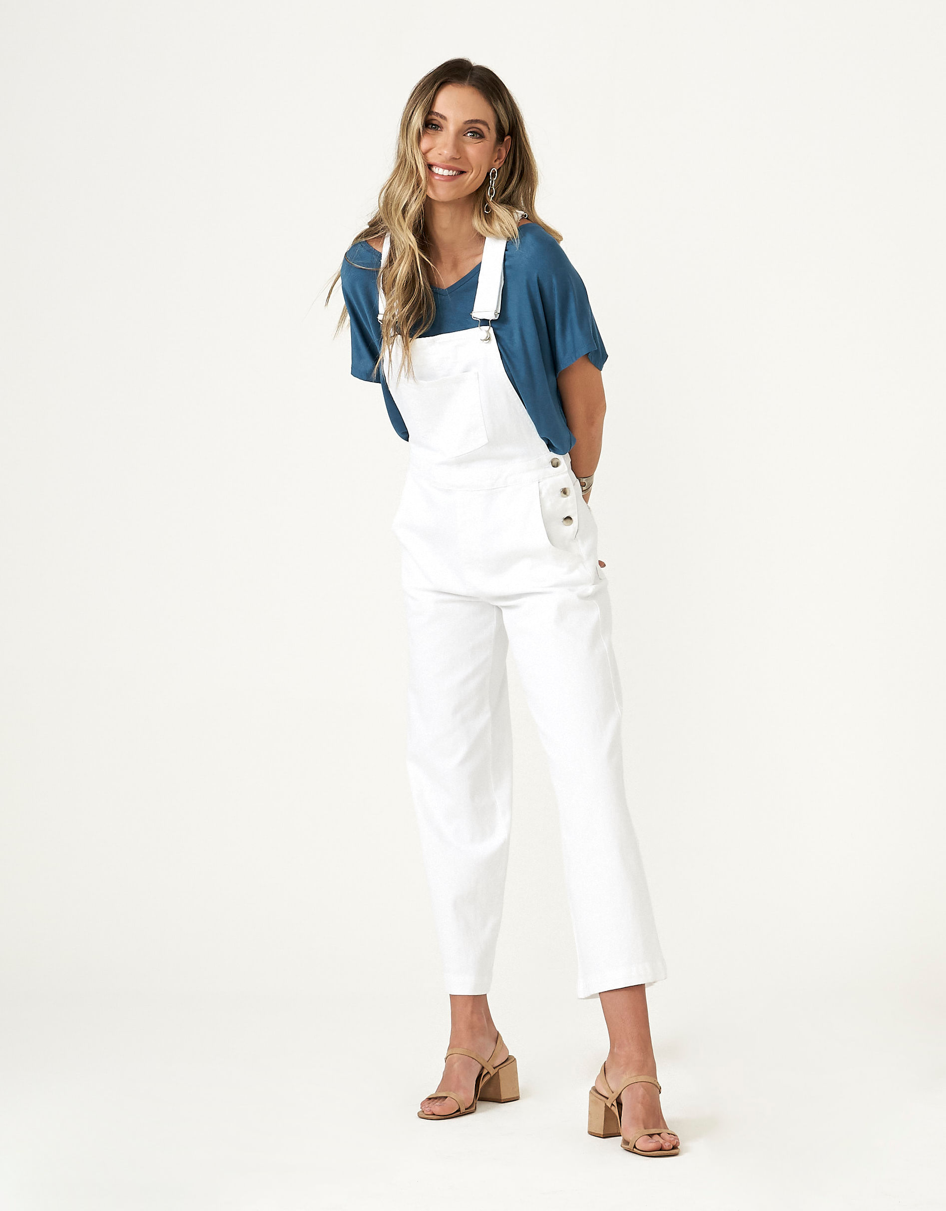 Jardineira White Jeans Pantacourt